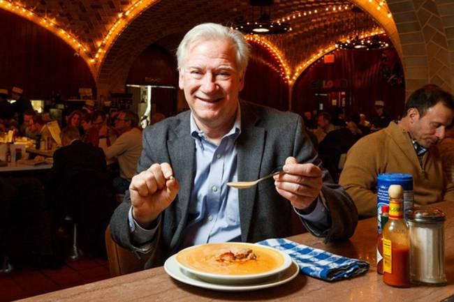 Năm 2018, ông Rick Antosh, ở New York, Mỹ tìm thấy một viên ngọc trai hơn 6mm khi ăn cùng một người bạn tại nhà hàng.