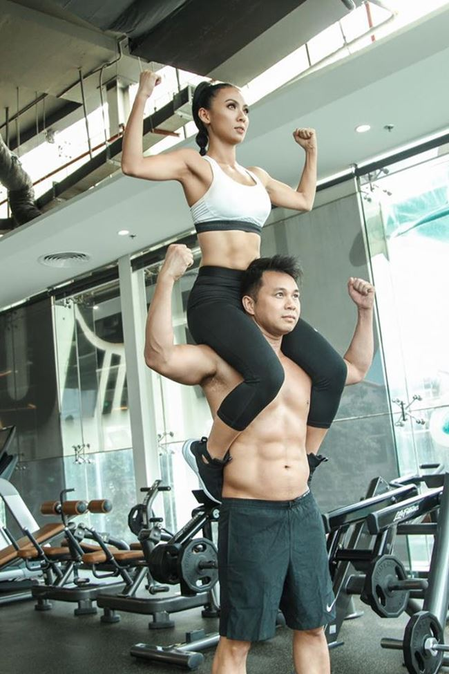 Cách nhanh chóng nhất để có bụng múi sầu riêng là tập gym với những bài tập chuyên dụng như plank, gập bụng, plank nghiêng, tư thế cây cầu co gối/duỗi chân...
