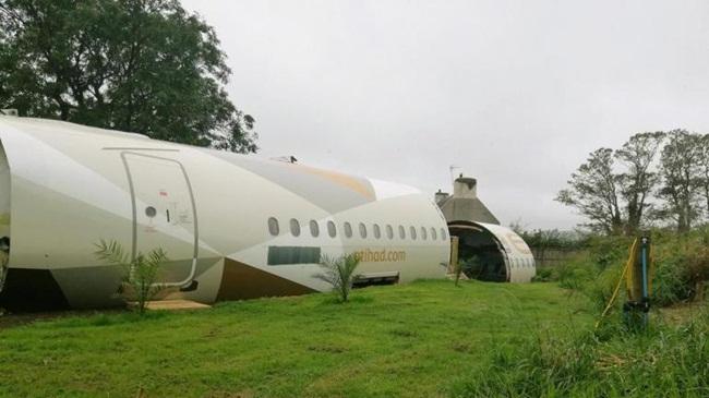Chiếc máy bay Airbus A319của hãng Etihad Airways đã từng được sử dụng để chở khách.
