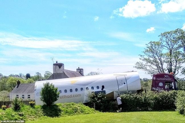 Chiếc máy bay sau khi cải tạođược đặt tại khu dã ngoại cắm trại Apple nơi có 9 nhà cho khách thuê trong đó có một máy bay khác làLockheed JetStar.