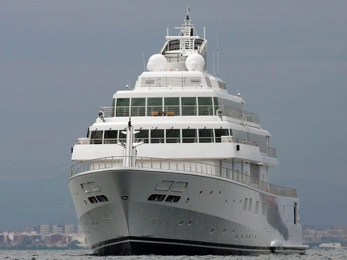 Giới tỷ phú đang đốt tiền cho các siêu du thuyền như thế nào? - 9