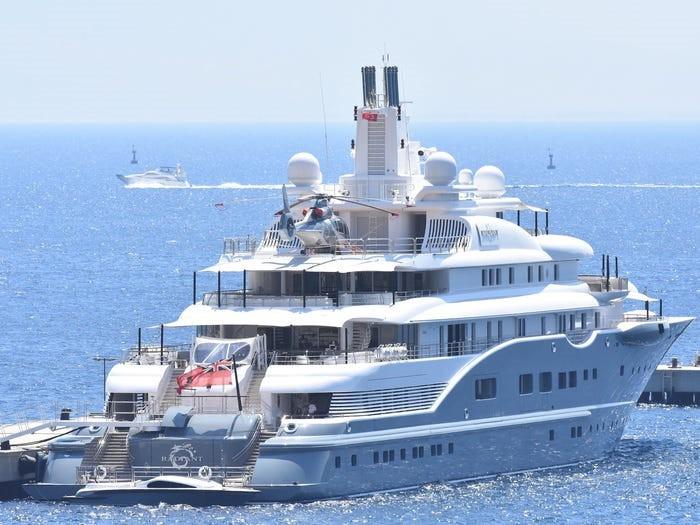 Giới tỷ phú đang đốt tiền cho các siêu du thuyền như thế nào? - 15