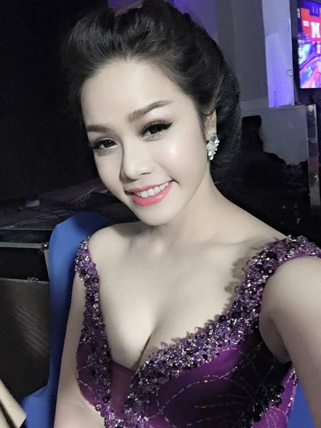 Khác với vẻ dịu dàng, ngọc nữ ngày nào, hiện tại Nhật Kim Anh đã lột xác với phong cách gợi cảm.