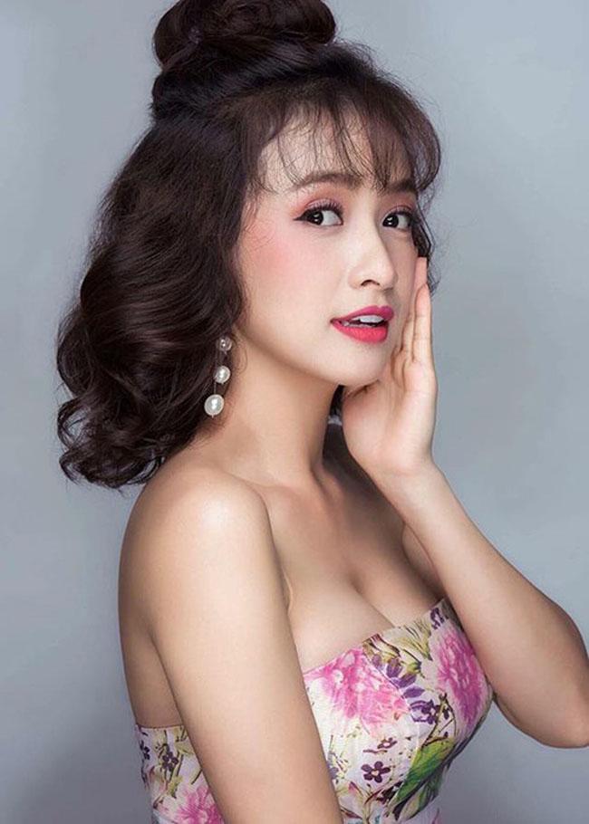 Trong phim, vào vai nhân vật Hiểm, Lê Bê La phải hóa thân thành cô hầu gái quê mùa, trong trang phục nhếch nhác khác hẳn với ngoài đời.