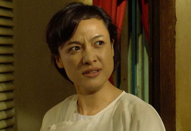 Trong phimTiếng sét trong mưa, Lê Bê La đóng vai Hiểm - cô hầu gái xấu tính, nhiều chuyện bị nhiều người ghét.