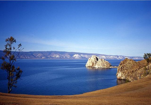 Hồ nước tuyệt đẹp, được cho là chứa hàng tấn vàng nhưng chẳng ai dám khai thác - 2