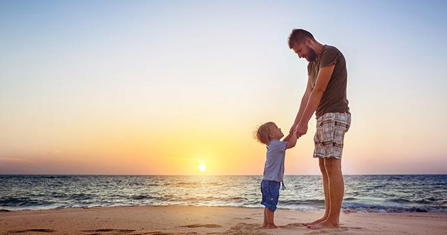 WHO: Trẻ được tiếp xúc với người cha 2 tiếng mỗi ngày sẽ có chỉ số IQ cao hơn - 1