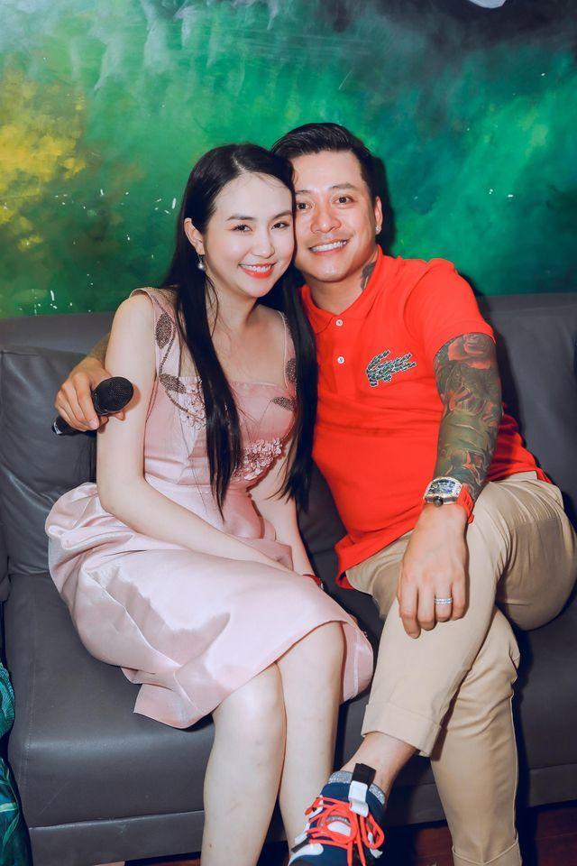 Vợ xinh đẹp của Tuấn Hưng: Xuất thân gia đình giàu có, được chồng