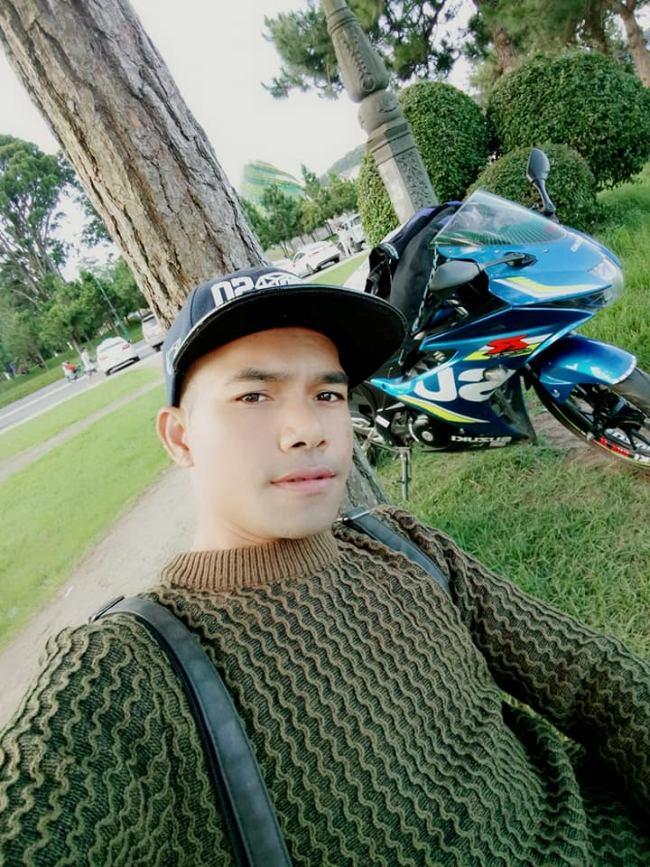 Anh sở hữu moto phân khối lớn và thường xuyên đi dạo chơi bằng con xe này.Yasuy cũng chia sẻ nhiều hình ảnh đi du lịch, khám phá các vùng đất mới.