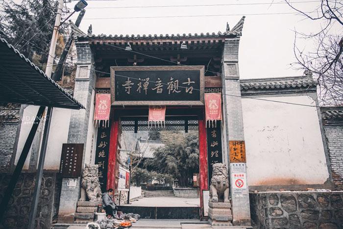 Ngôi chùa hàng nghìn năm tuổi bỗng dưng nổi tiếng chỉ vì loài cây này - 1