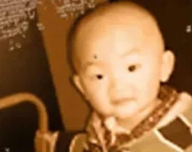 Con trai biến mất bí ẩn khi đang ngủ, 38 năm sau bố mẹ nhận bất ngờ lớn nhất đời - 1