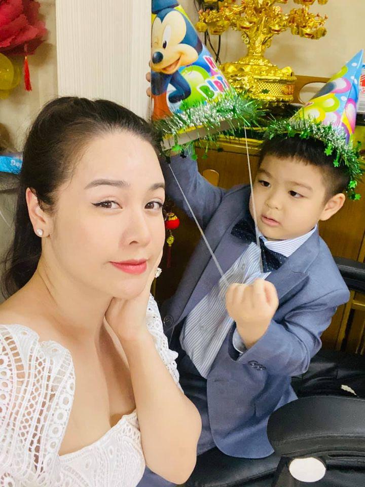 Nhật Kim Anh về quê thăm con, bị chồng cũ giám sát gắt gao - 1