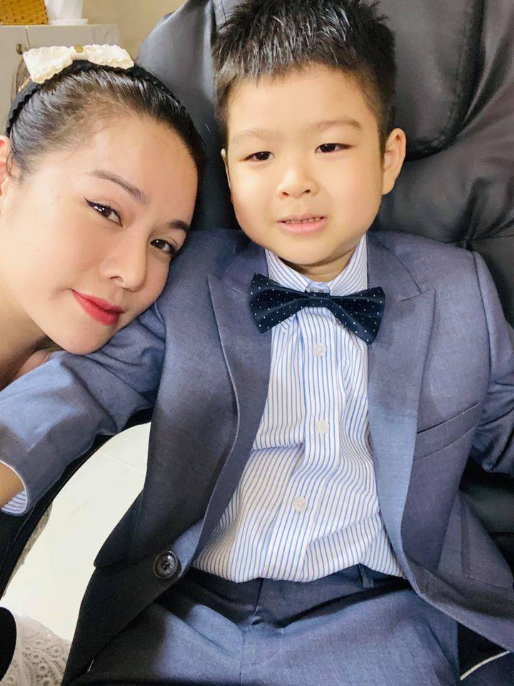 Nhật Kim Anh về quê thăm con, bị chồng cũ giám sát gắt gao - 2