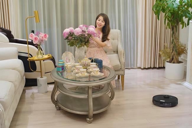 """MC Diệp Chi là gương mặt quen thuộc của chương trình """"Đường lên đỉnh Olympia"""". Hiện tại, nữ MC xinh đẹp có cuộc sống hạnh phúc trong căn hộ chung cư cao cấp ở Hà Nội."""