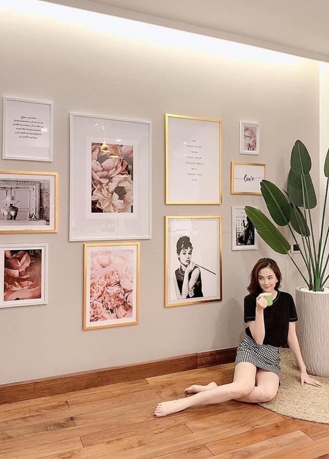 Mỗi góc nhà của MC Mai Ngọc là một góc 'sống ảo' vô cùng sang chảnh. Chỉ cần đứng vào và tạo dáng đã cho ra một bức ảnh có view đẹp không kém các quán cà phê nổi tiếng ở Hà Nội.