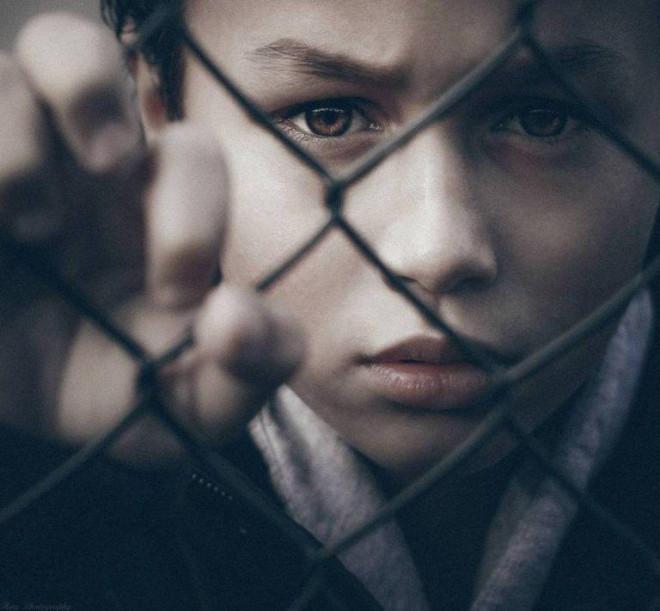 Nhận diện những hành vi của nhiều bố mẹ đang khiến con cái khổ sở mà không biết - 1