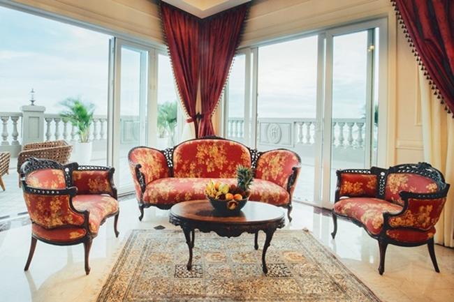Căn biệt thự có nội thất sang trọng, thiết kế theo phong cách hoàng gia châu Âu.
