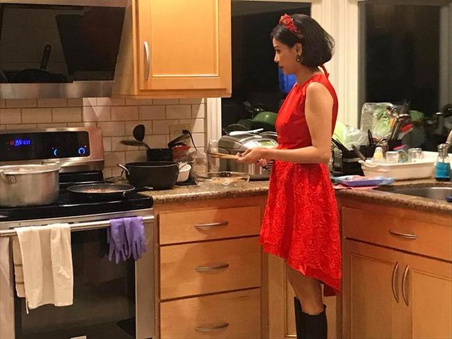 Khu bếp rộng rãi và tiện nghi là nơi Hà Kiều Anh trổ tài nấu những món ngon cho chồng và các con cũng như bạn bè.