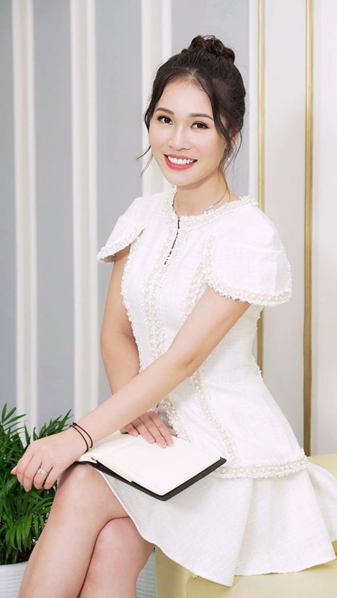 Chân dung vợ xinh đẹp của Shark Hưng: Là á hậu, kém 16 tuổi, giỏi nhiều ngoại ngữ - 11