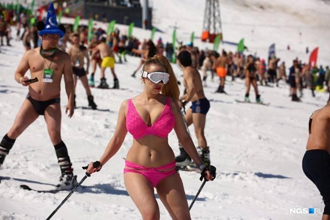 Những trò chơi vận động sẽ giúp các cô gái tỏa ra năng lượng, xua tan cái lạnh giá.