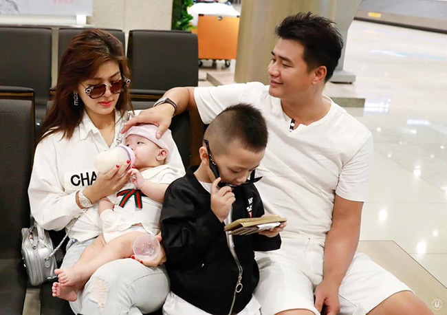 Thấu hiểu nỗi vất vả của vợ vì đông con nên chồng đại gia luôn bên cạnh, hỗ trợ, động viên tinh thần Oanh Yến.