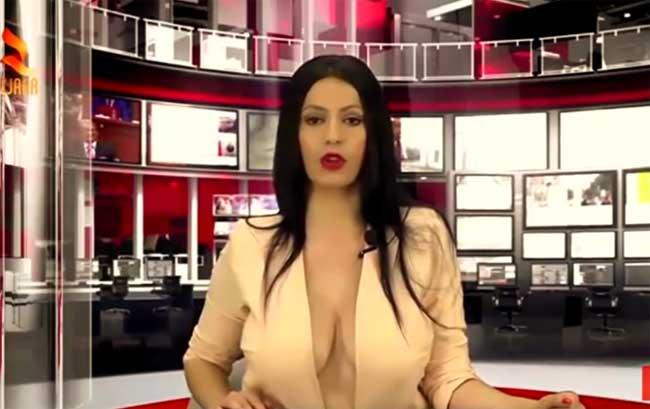 Đây là một đàitruyền hình của Albani. Đài này mờingười mẫu tên là Enki Bracaj dẫn chương trình. Tuy nhiên thay vì ăn vận kín đáo như thường thấy, nữ MC phải phanh áo, khoe vòng 1.