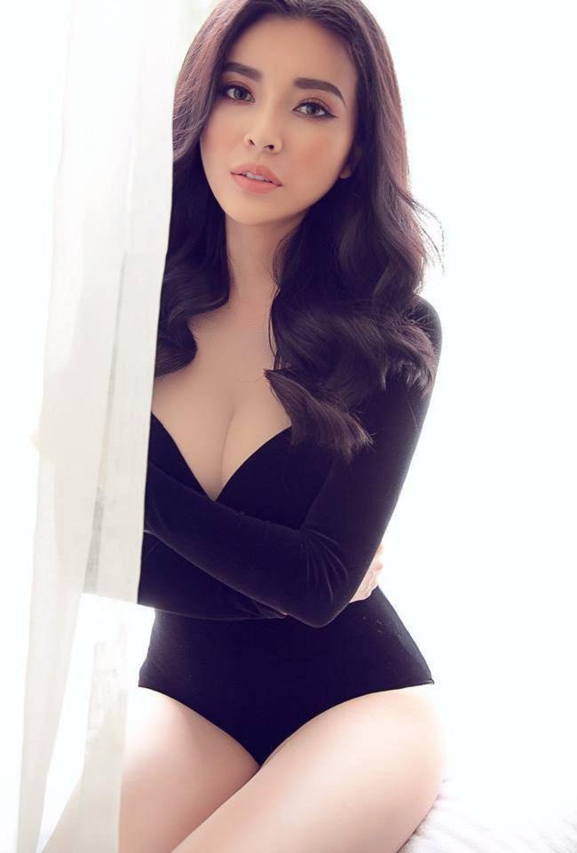 Cao Thái Hà cũng là một trong những mỹ nhân công khai thừa nhận đã từng dao kéo. Cô đã hạ gò má, gọt hàm Vline, cấy mỡ tự thân…