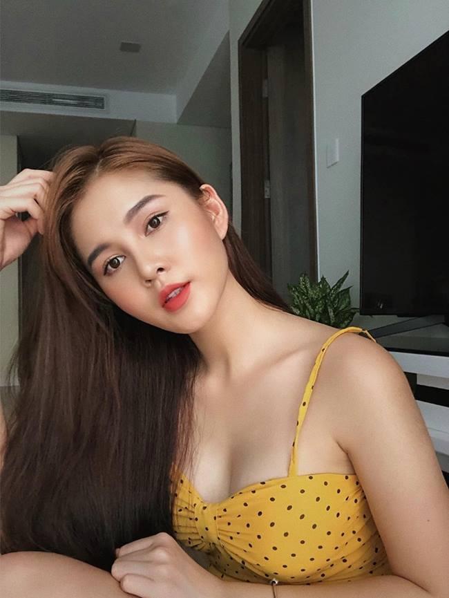 Ngoài làm công việc chính là MC thì Thu Hoài còn đam mê với chụp mẫu ảnh thời trang với những thiết kế của chính cô tạo nên.