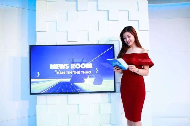 Ngoài những khoảnh khắc mặc bikini, Thu Hằng được khen ngợi với body nuột nà và phong cách thời trang thanh lịch trong nhiều bản tin cô dẫn ở các chương trình khác.