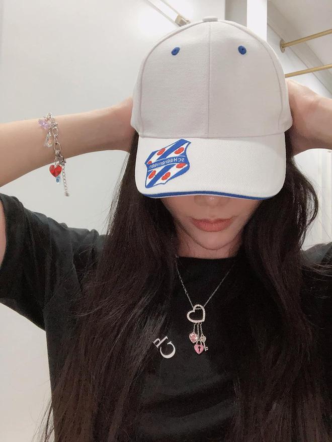 MC xinh đẹp của VTV làm điều bất ngờ với chiếc áo đấu của cầu thủ Văn Hậu - 3