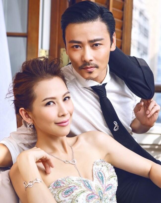 Về đời tư, Trương Tấn kết hôn với hoa hậu, diễn viên nổi tiếng Thái Thiếu Phân khi tên tuổi của anh vẫn chưa được nhiều người biết đến. Đến nay, cặp đôi vẫn chung sống hạnh phúc cùng với 2 cô con gái nhỏ.