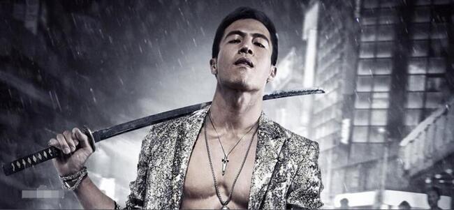 Với đam mê võ thuật, diễn xuấtcùng một chút may mắn,An Chí Kiệt được đạo diễn Từ Khắc tin tưởng mời thay thế Lý Liên Kiệt cho vai chính của bộ phim võ thuậtHắc hiệp 2(2002) ngay trong lần chạm ngõ điện ảnh.