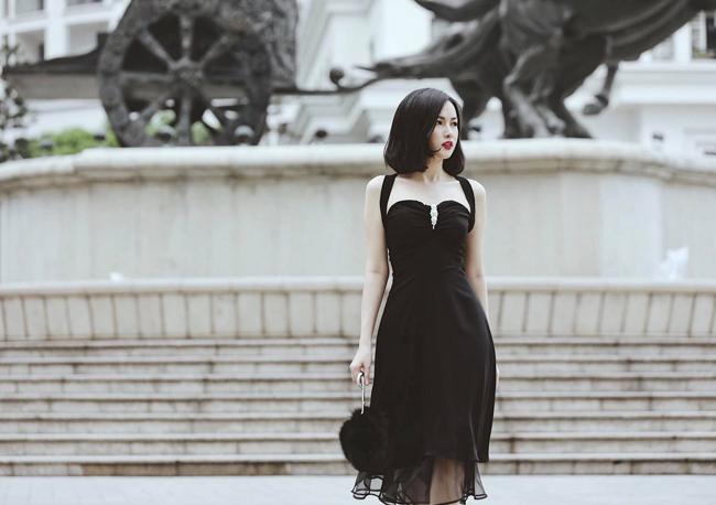 Vóc dáng mảnh mai cùng gu thời trang trưởng thành khiến Khánh Linh nhận được nhiều lời khen.