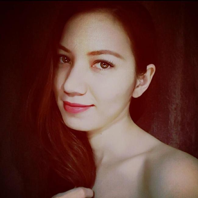 Vẻ đẹp lai cực phẩm Việt - Pháp của bà xã Anh Tuấn. Lý Hồng Nhung từng theo học trường Sân khấu điện ảnh.