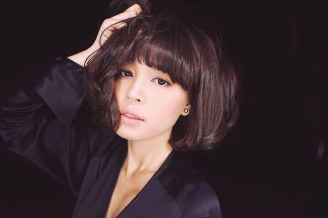 Ngoài công việc chính trong lĩnh vực tài chính, ngân hàng cô hiện là hội viên Hội Nhà văn Hà Nội.