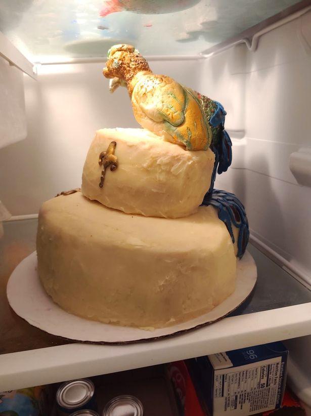 """Cô dâu """"đau tim"""" khi nhận được chiếc bánh cưới 7 triệu đồng - 1"""