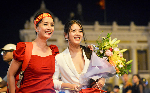 Con gái út nghệ sỹ Chiều Xuân ăn mặc gợi cảm khoe sức sống tuổi thiếu nữ - 2