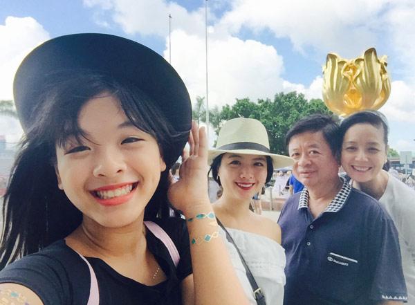Con gái út nghệ sỹ Chiều Xuân ăn mặc gợi cảm khoe sức sống tuổi thiếu nữ - 1