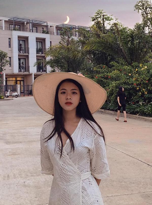 Con gái út nghệ sỹ Chiều Xuân ăn mặc gợi cảm khoe sức sống tuổi thiếu nữ - 4