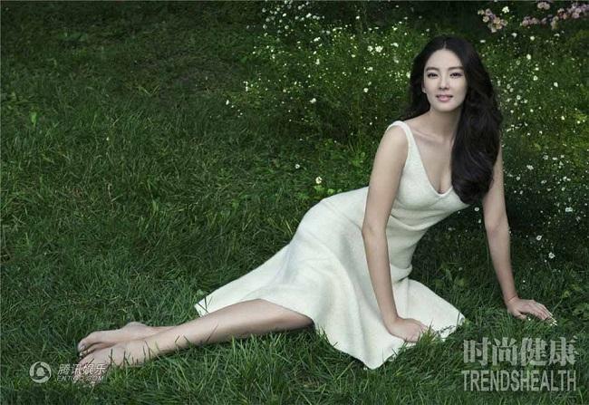 """Với danh xưng """"Tinh Nữ Lang"""" của Châu Tinh Trì, Trương Vũ Kỳ nhanh chóng trở thành hàng ngôi sao. Năm 2008, Trương Vũ Kỳ từng đạt được giải """"Diễn viên xuất sắc nhất"""" của giải Kim Tượng Hong Kong với bộ phim """"Phụ nữ không xấu""""."""
