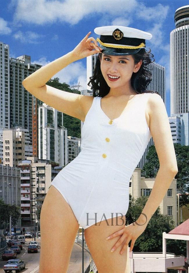 Năm 2011, cô được Forbes đánh giá là mỹ nhân giàu có nhất làng giải trí Hoa ngữ với số tài sản lên tới 2 tỷ NDT.