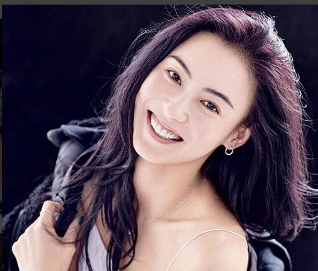 Hai người còn xuất hiện cạnh nhau một lần nữa trước công chúng trong sự kiện của trang Weibo vào năm 2015. Tinh nữ lang Trương Bá Chi khi này đã 34 tuổi, gấp đôi số tuổi khi lần đầu được vua hài phát hiện tài năng.