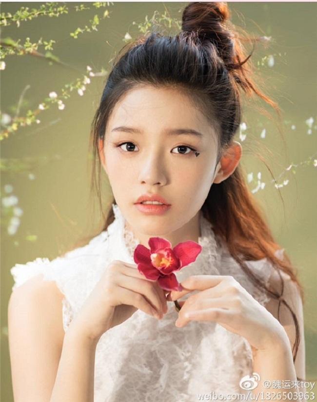 """Hiện tại, Lâm Duẫn là nàng thơ được Châu Tinh Trì """"yêu chiều"""" nhất. Sinh nhật Lâm Duẫn, Tinh gia còn đích thân đến dự sinh nhật và gửi lời chúc mừng."""