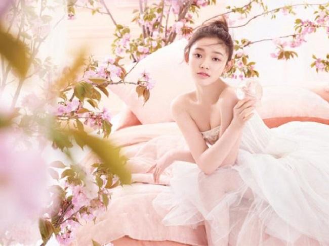 Mới chỉ bước sang tuổi 22 nhưng Lâm Duẫn đang là diễn viên trẻ triển vọng của làng giải trí Hoa ngữ.