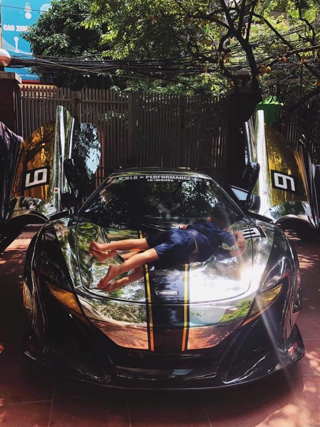 Khi tham gia hoạt động Car Pasion 2019, ông xã siêu mẫu Ngọc Thạch đã đưa siêu xe đi tân trang lại chỉn chu.