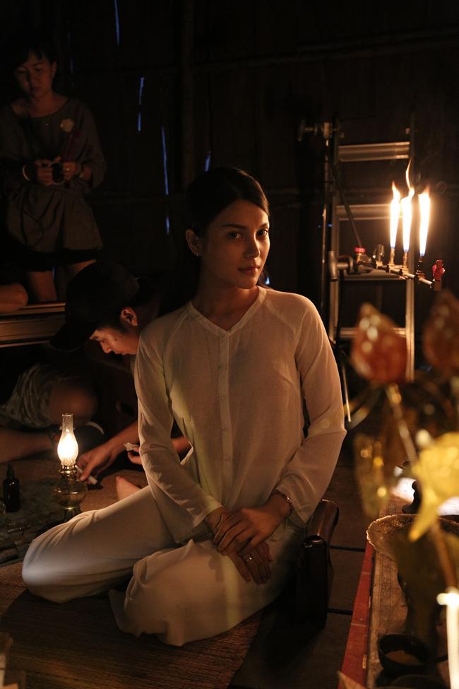Trong một số phân cảnh, người xem ngỡ như Lily Chen chỉ diện chiếc áo mỏng manh mà không nội y. Cô chia sẻ đã bị chứng trầm cảm vì sống thật với nhân vật để diễn cho sát nhất.