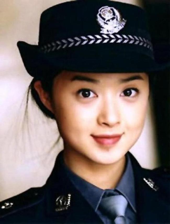 Quân phục vốn bị gán mắc cứng nhắc, nhưng những nữ quân nhân Trung Quốc vẫn xinh đẹp kể cả trong bộ đồng phục đầy vẻ nam tính này.