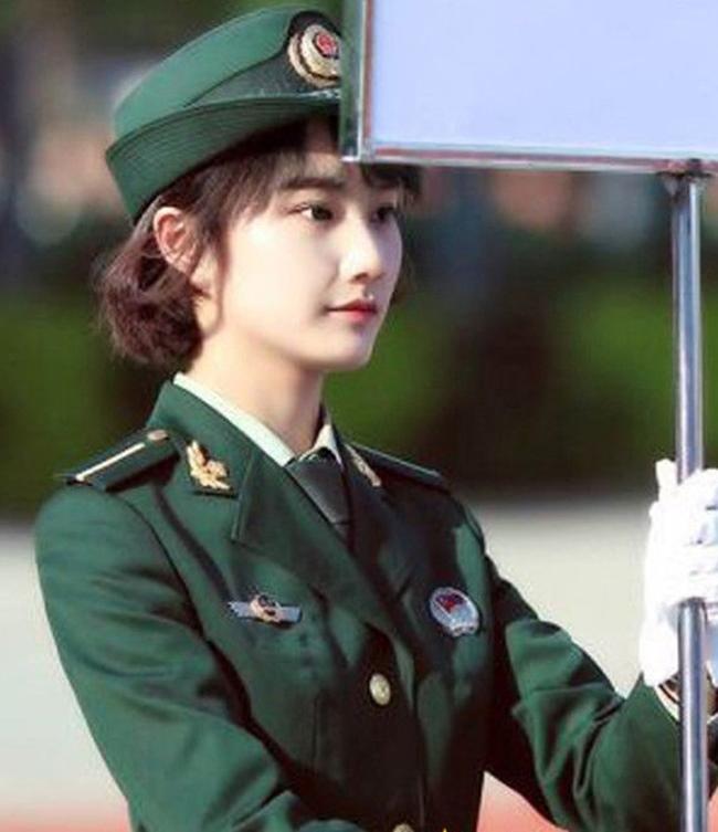 Các nữ quân nhân Trung Quốc được đánh giá là có gương mặt thanh thoát mang nét châu Á đặc trưng.