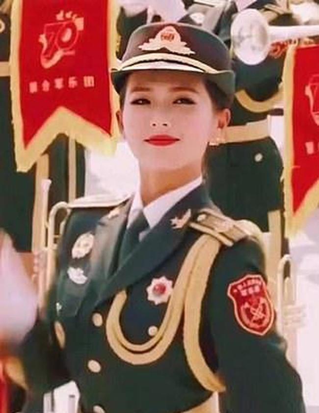 Vẻ đẹp của các nữ quân nhân Trung Quốc trong bộ đồng phục khiến nhiều người khó rời mắt.