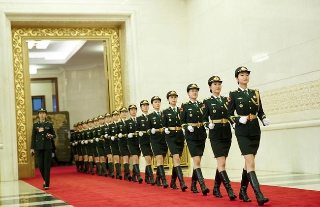 Những bông hồng xinh đẹp trong quân đội và lực lượng vũ trang Trung Quốc tập luyện trước lễ duyệt binh.